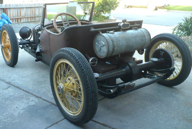 Reversed frame  si bas... si simple - Page 2 1929-ford-model-t-underslung-roadster-5