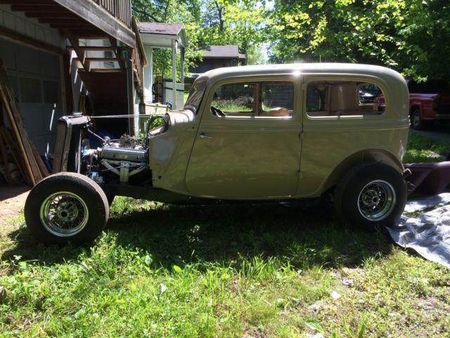 1934 ford two door sedan for 1934 ford door