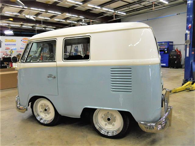 1966 volkswagen shorty bus vw kombi built by gas monkey garage on fast n 39 loud. Black Bedroom Furniture Sets. Home Design Ideas