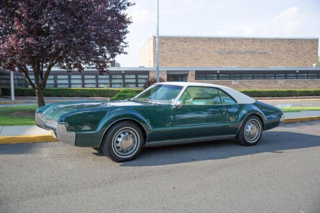 1967 oldsmobile toronado deluxe dark green very nice earlier restoration. Black Bedroom Furniture Sets. Home Design Ideas