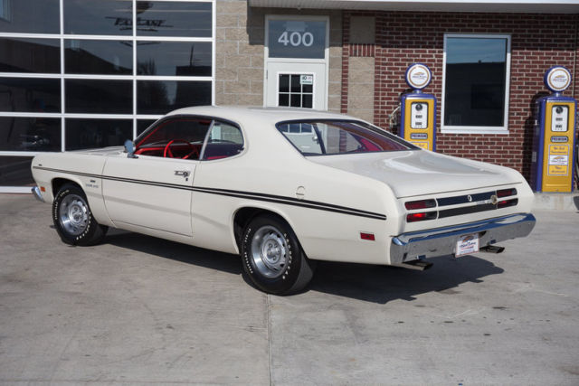 1970 plymouth duster 340 4 speed disc brakes white with red interior. Black Bedroom Furniture Sets. Home Design Ideas