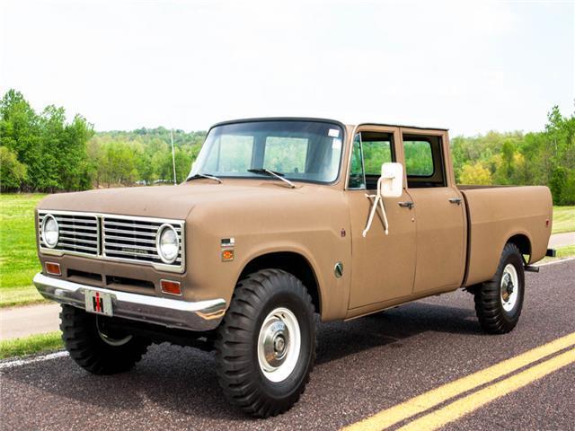 1972 International Harvester 1210 Travelette 4x4 Pickup