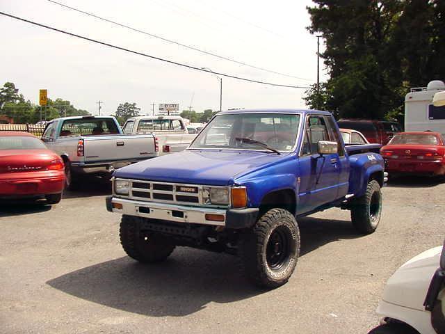 1986 toyota 4 wheel drive pick up truck. Black Bedroom Furniture Sets. Home Design Ideas