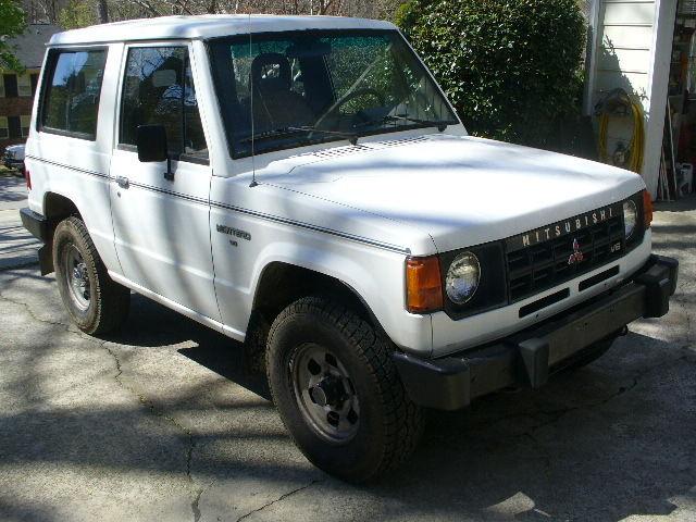 1989 Mitsubishi Montero Sport 2 Door / Dodge Raider