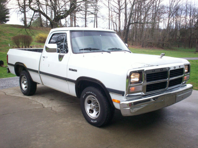 1993 Dodge Ram D150 318 Magnum 5 Speed Manual Shortbed
