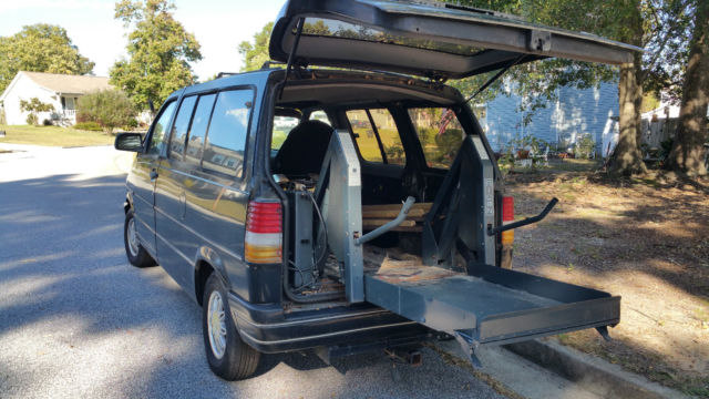 Hydraulic Wheelchair Lifts For Vehicles : Ford aerostar with working hydraulic wheelchair lift