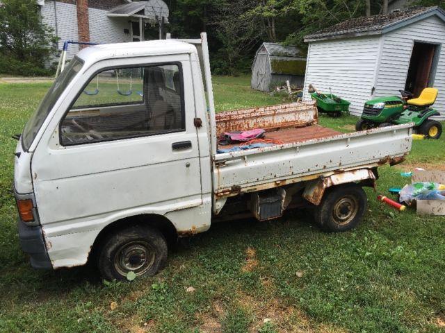 2 daihatsu hijet mini trucks great restoration project. Black Bedroom Furniture Sets. Home Design Ideas