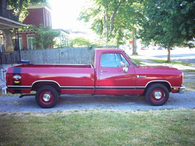 318 v 8 rumble bee striped dodge ram100 pick up truck. Black Bedroom Furniture Sets. Home Design Ideas