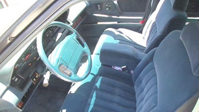 92 oldsmobile 98 white blue cloth interior. Black Bedroom Furniture Sets. Home Design Ideas