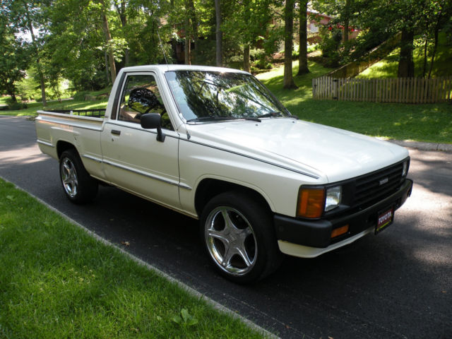 classic 1986 toyota hilux pickup very clean and straight. Black Bedroom Furniture Sets. Home Design Ideas
