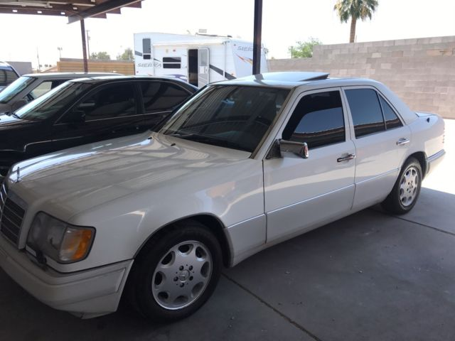 clean rare color combo white with navy leather 1994 e320 sedan drives great clean rare color combo white with navy leather 1994 e320 sedan drives great