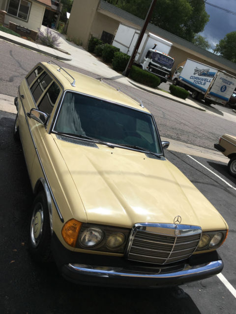 low low mileage arizona w123 mercedes 300td diesel station wagon. Black Bedroom Furniture Sets. Home Design Ideas