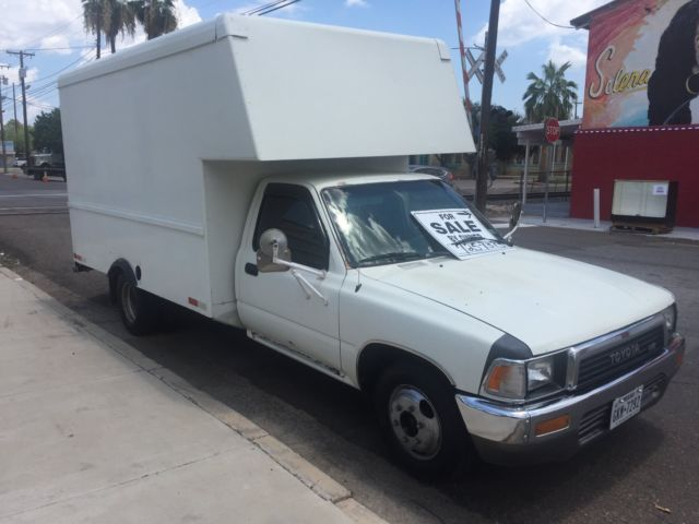 Toyota Box Truck 10 Ft Box