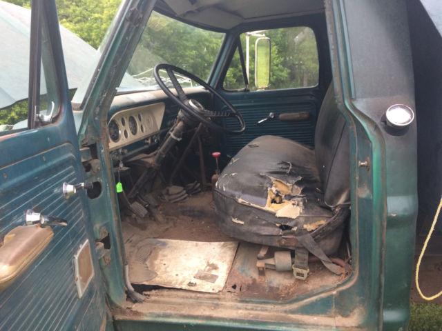 Working 1967    Ford       F600    Dump Truck V8 Manual 4 Speed w Hi